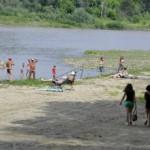 Чернівчани вже почали купатись в Пруту