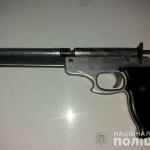 Поліцейські вилучили зброю у буковинця
